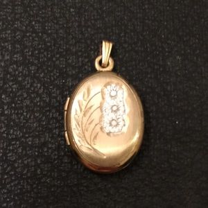 Antique Victorian 12K Gold Engraved Flower Locket